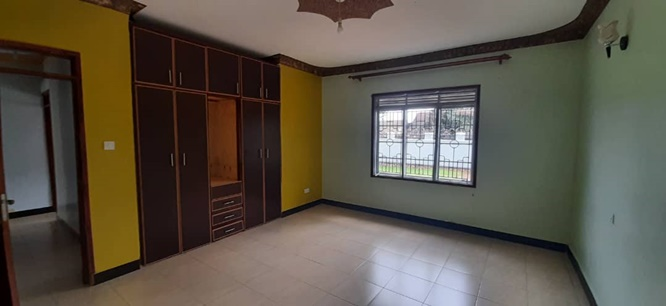 4 BEDROOM, 3 BATHROOM HOUSE WITH GUEST WING FOR RENT IN JINJA.